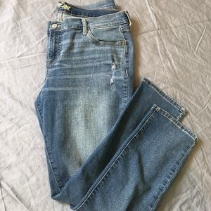 Old Navy Flirt Full Length distressed Jean size 14